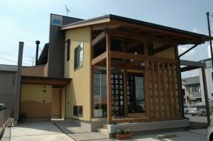 薪ストーブとらせん階段のある家(2006/06)
