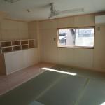 新しい家具とカラマツの床